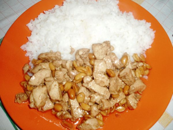 Kung pao s arašidmi a ryžou |
