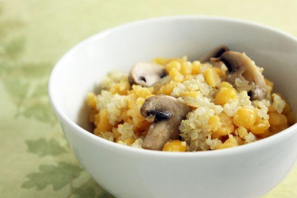 Quinoa s kukuricou a šampiňónmi |