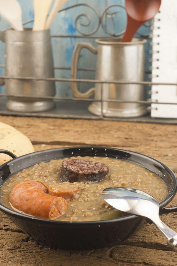 Hustá šošovicová polievka s klobáskou |
