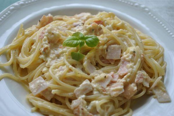 Špagety s nivovou omáčkou |