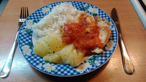 Ľahké kuracie prsia s paradajkovou omáčkou :ˇ) |