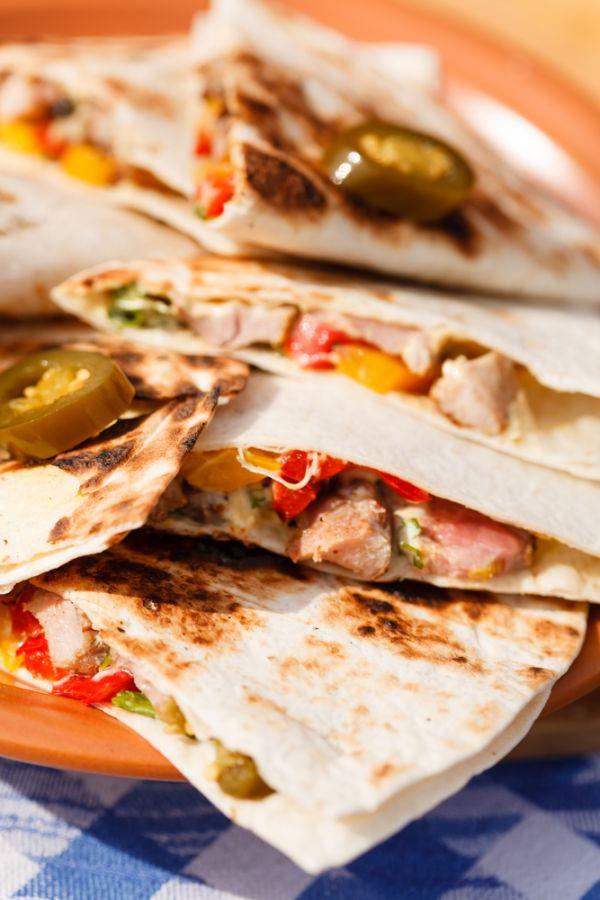 Quesadillas s kuracím mäsom, zeleninou a čili papričkou ...