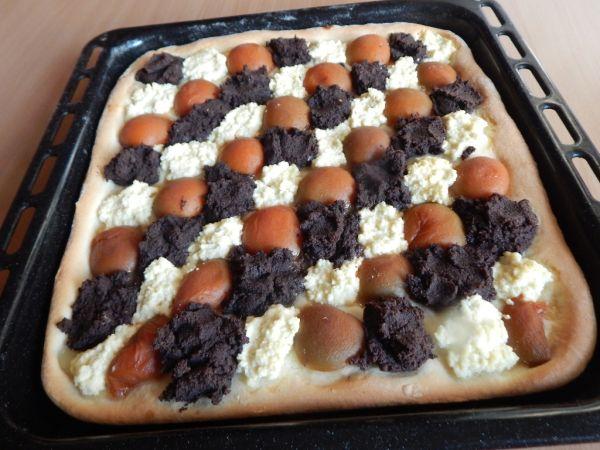 Kysnutý koláč s makom, marhuľami a tvarohom ...