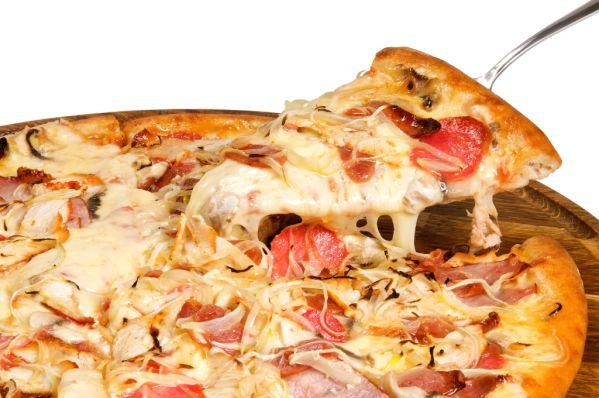 Šunková pizza s cibuľou  
