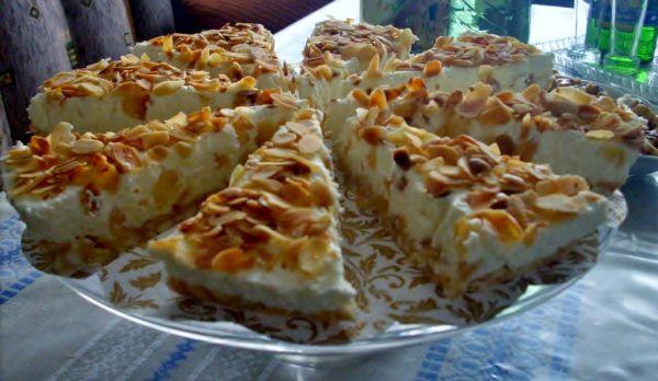 Nepečená tvarohová torta s opekanými mandľovými lupienkami ...