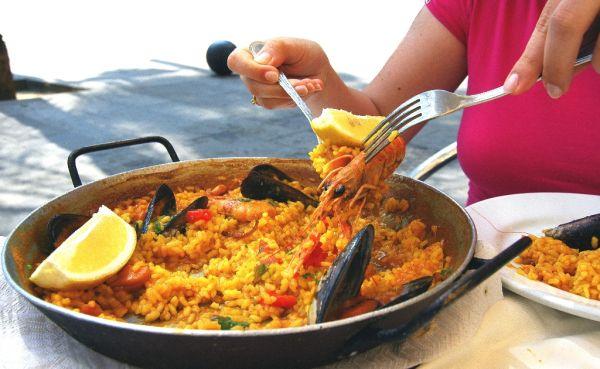 Paella s plodmi mora a so slaninkou |