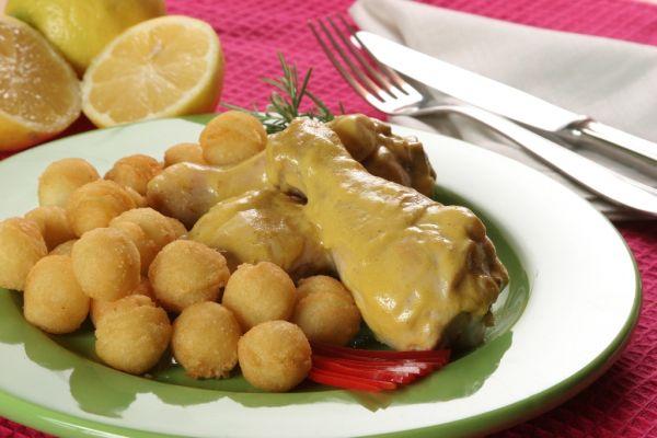 Kurča v horčicovej omáčke so smotanou a syrom |