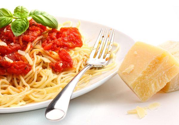 Špagety s omáčkou s čerstvých paradajok s čili |