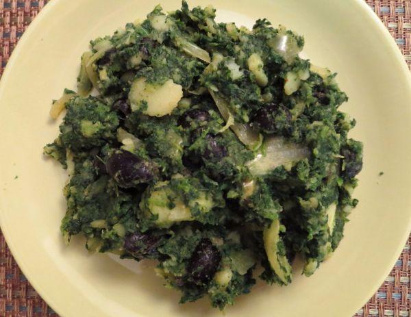 Zemiaky so špenátom a olivami |