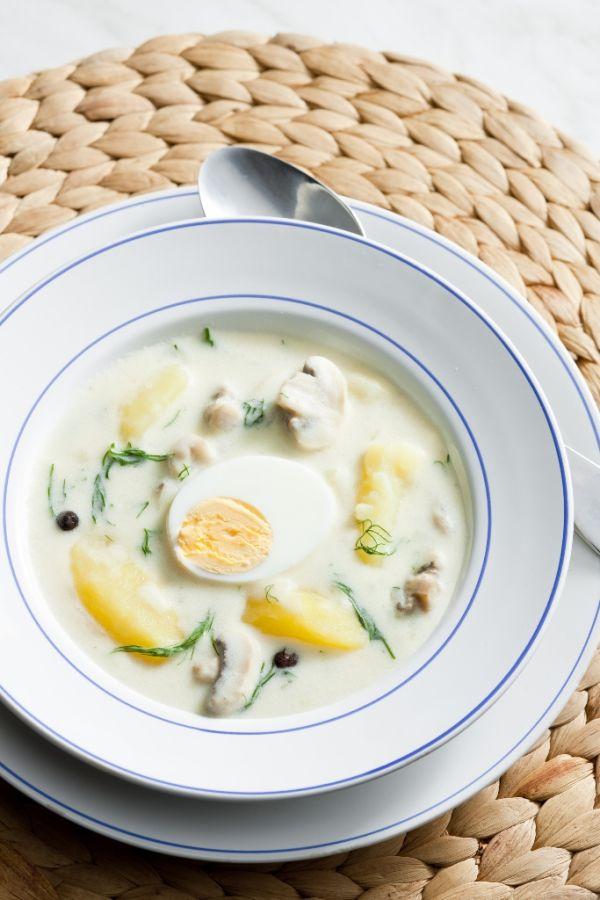 Zemiaková polievka s hubami a vajcom |