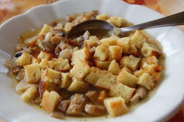 Hlivovo-šampiňónová polievka  