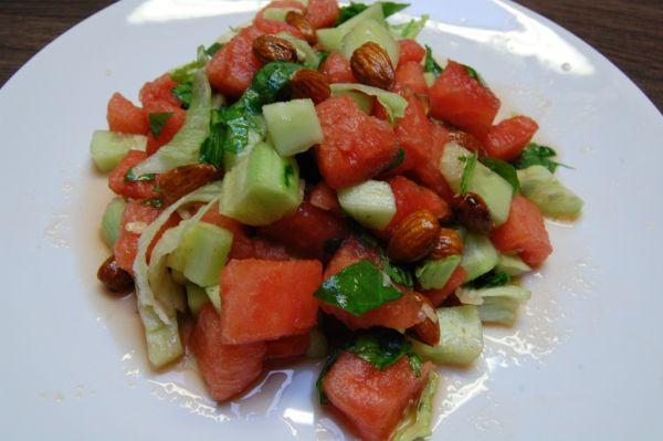 Uhorkový šalát s melónom a madľami |