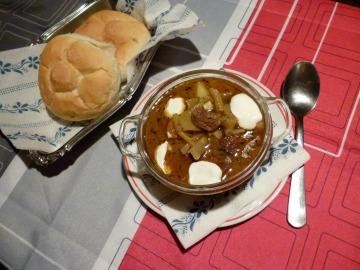 Gulášová polévka se zelenými fazolkami  Recepty na každý den