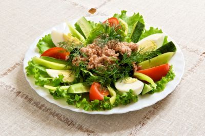 Zeleninový šalát s tuniakom |