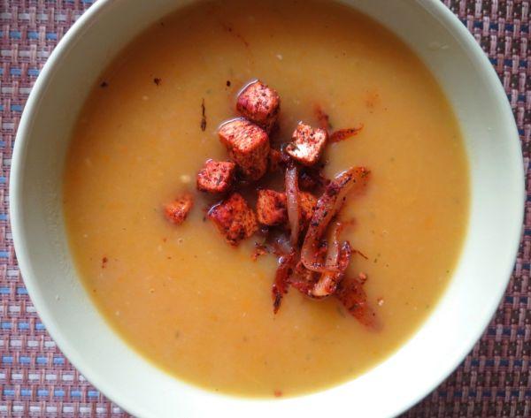 Cuketovo-cibuľová polievka s opraženým tofu ...