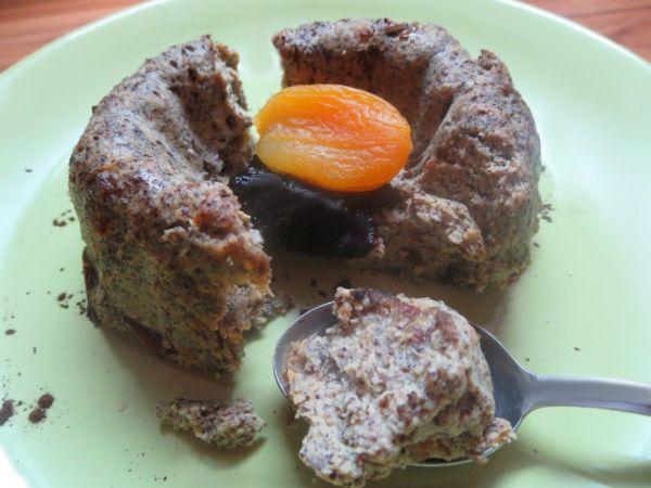 Makový tofu koláč so sušenými datľami |