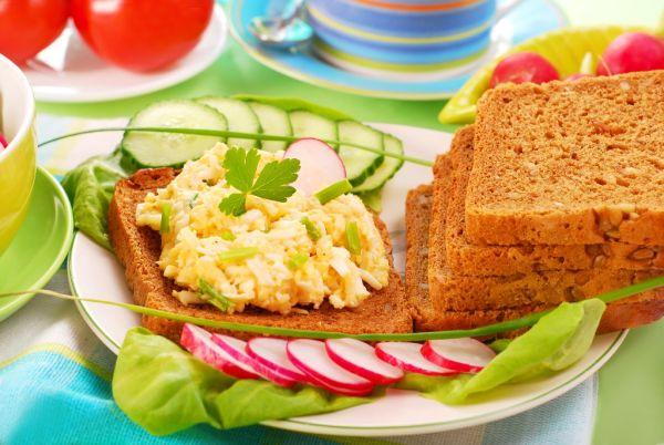 Pomazánka s horčicou a vajcom |