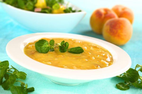 Broskyňová polievka  