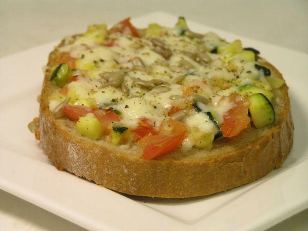 Zapekaný cuketovo-paradajkový chlieb |
