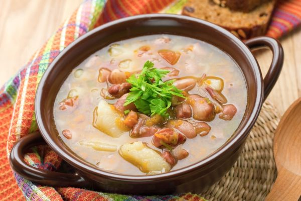 Fazuľová polievka so zemiakmi |