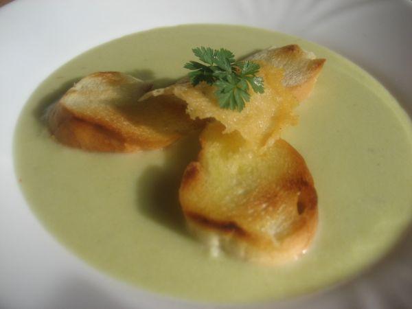 Brokolicová polievka s parmezánom |