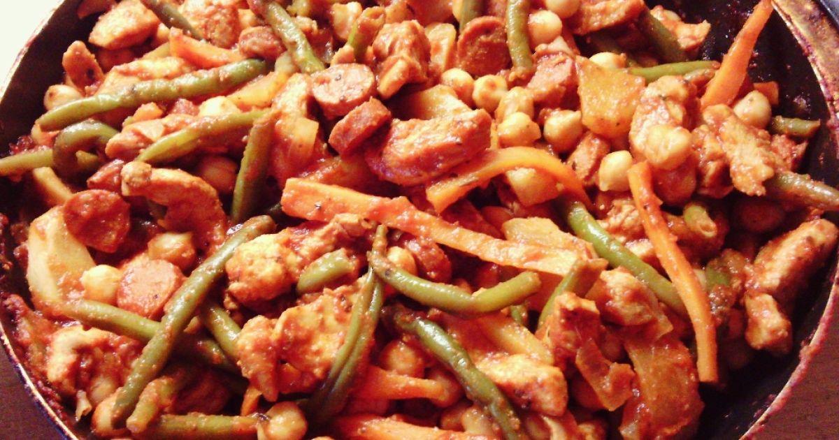 Chrumkavé kuracie soté so zeleninou na panvici, fotogaléria 1 / 2.