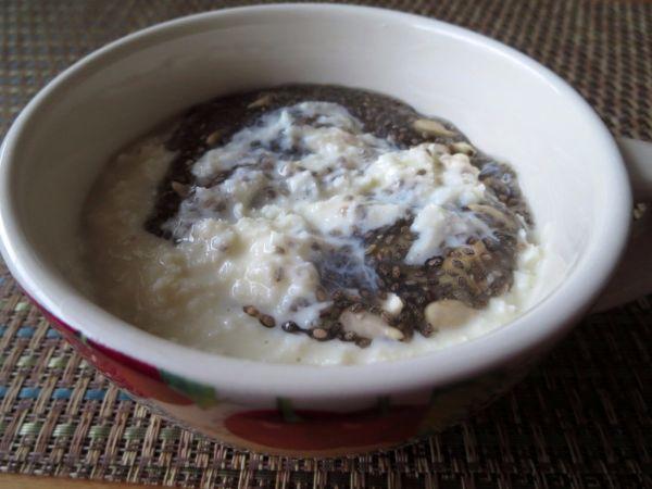 Sójový kokosový puding s chia semienkami |