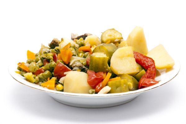 Zemiakový šalát s balkánskou zeleninou |