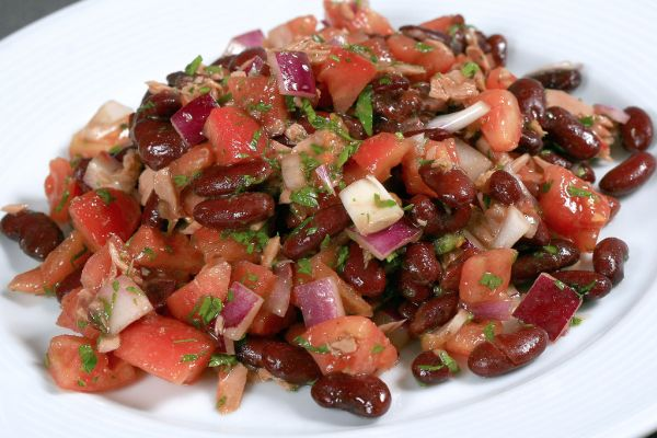 Fazuľový šalát s paradajkami |