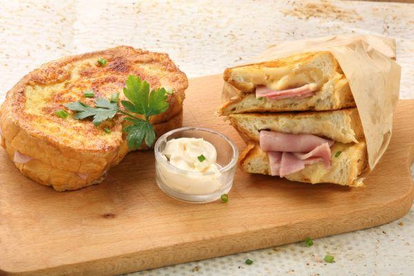 Vajíčkový chlieb so šunkou a syrom |