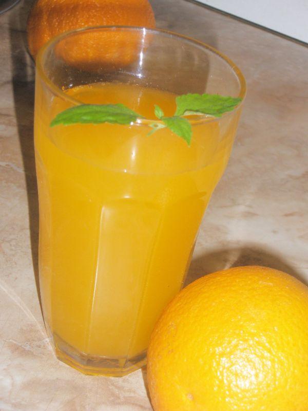 Osviežujúci pomarančový nápoj |