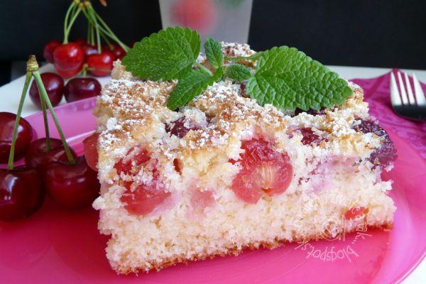 Čerešňový koláč s kokosom |