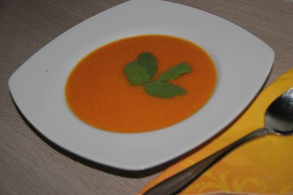 Mrkvová polievka s pomarančovou šťavou |