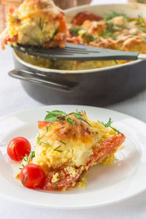 Zapečené zemiaky s údeným mäsom a karfiolom |