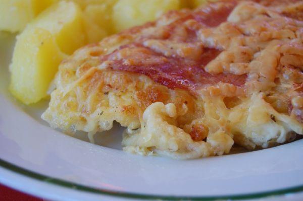 Zapekané obrátené rezne so šunkou a syrom |