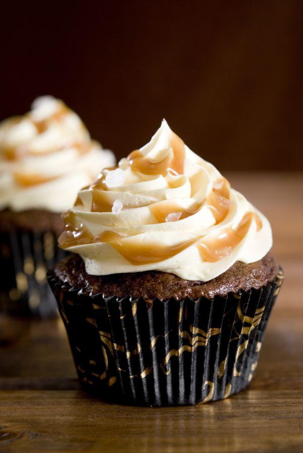 Čokoládové cupcakes so slaným karamelom |