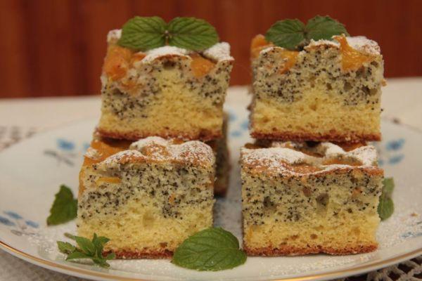 Broskyňový koláč s makom |