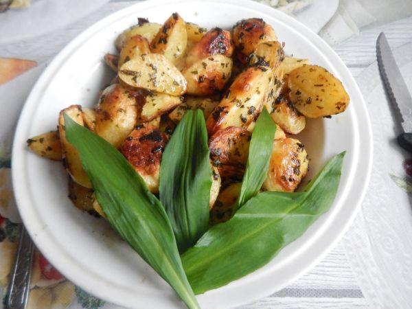 Pečené zemiaky s medvedím cesnakom |