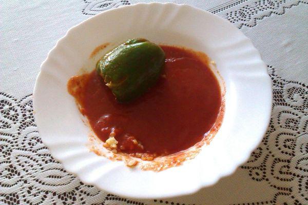 Paprika plnená ryžou s rajčinovou omáčkou  