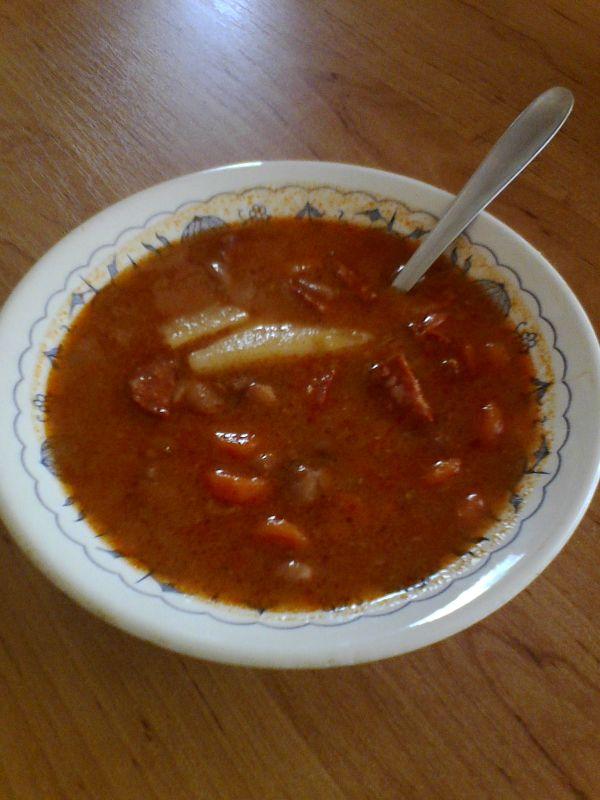 Výdatná fazuľová polievka |