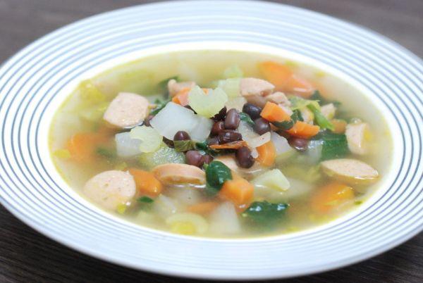 Fazuľová adzuki polievka so špenátom a párkom ...