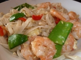 """""""Pad Thai"""" alebo opekané ryžové rezance s krevetami a zeleninou ..."""