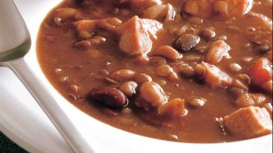 Fazuľová polievka so šunkou |