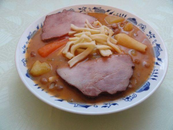 Fazuľová polievka s údeným mäsom |