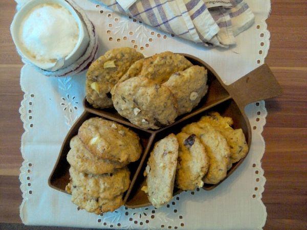 Čokoládovo-orieškové cookies s brusnicami a jablkami |
