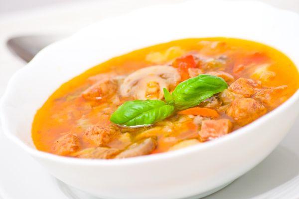 Slovenská zemiaková polievka s klobásou |