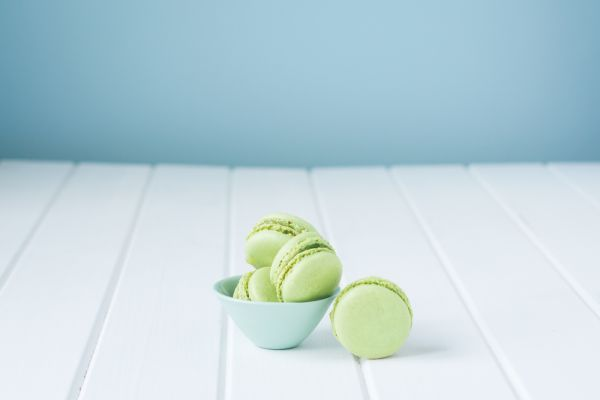 Pistáciové macarons s karamelovým krémom |