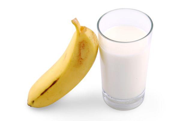 Chladené medové mlieko s banánon |
