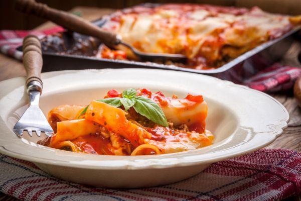 Cannelloni plnené mletým mäsom s paradajkovou omáčkou ...