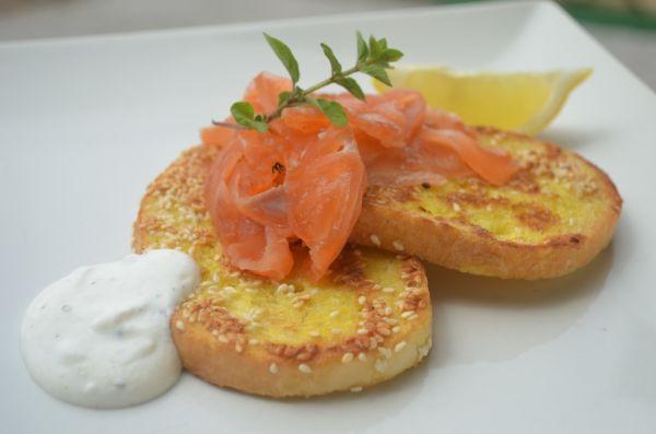 Sezamové chlebíky s lososom |